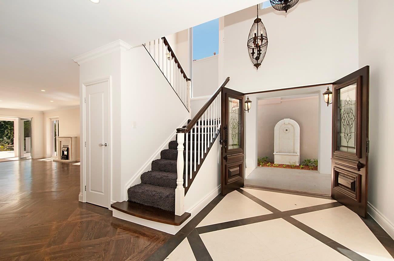 bespoke home builders sanctuary cove-entrance