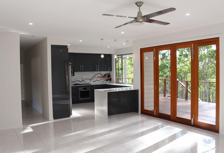 sloping-block-split-level-homes-kitchen