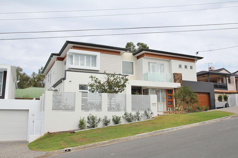 Sloping Block New Home - Garema Gallery